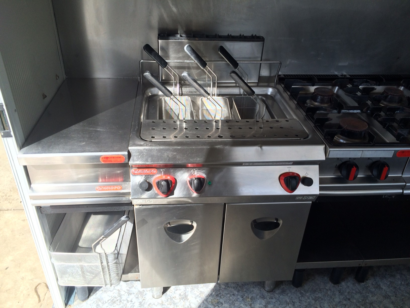 Noleggio cucina attrezzata cryo trade - Motori per cappe da cucina ...
